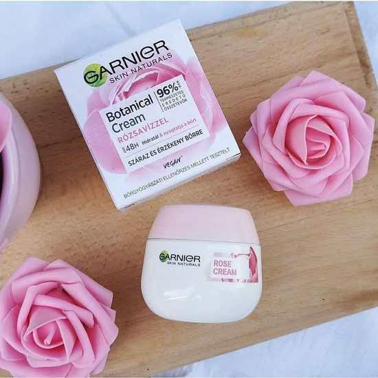 کرم مرطوب کننده گل رز گارنیر